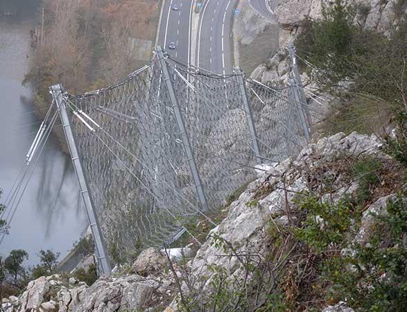 Protección contra los <br/> desprendimientos de rocas