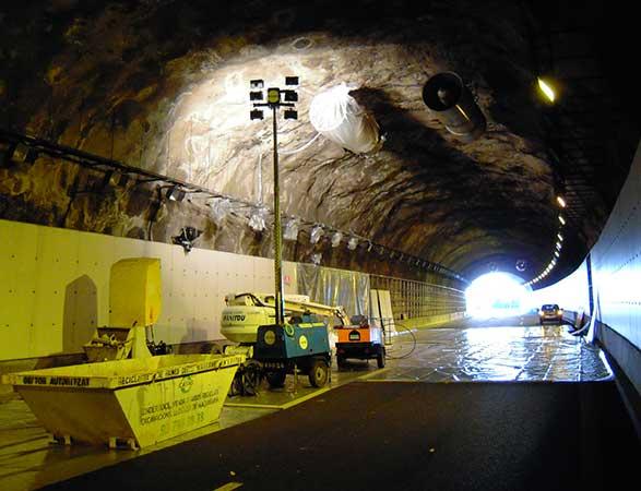 Túneles <br/> y galerías